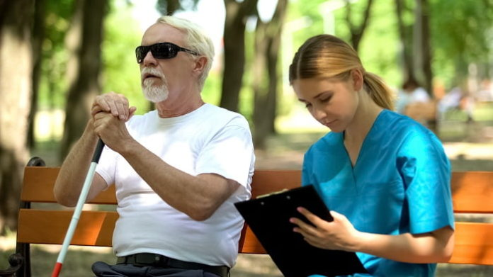 4 Ways Healthcare Providers Can Effectively Treat Deafblind Patients